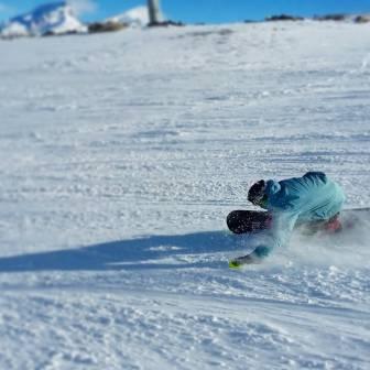 Between 2 pow turns @laurent5_4 eurocarves #frisek #frisekteam #snowboard #zermatt #switzerland