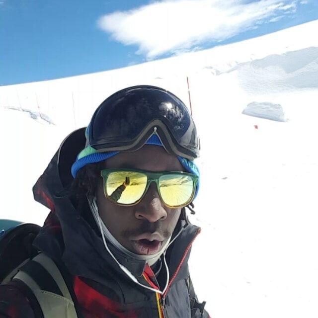 20.09.2016 #frisek @moussafrisek be shredding What about you?#snowboard #switzerland #zermatt
