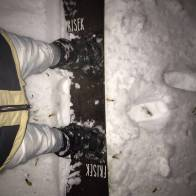 Feeling the first snow at night @laurent5_4 #frisek #snowboard