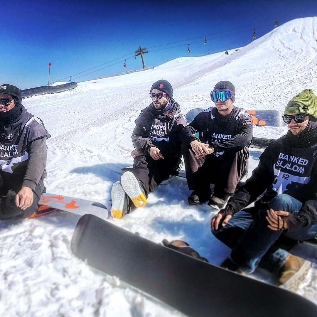 #Chillinbeforeracing #frisek #snowboarding #bankedslalom #bankedclc #lescrosets #champery #portesdusoleil @superparkch @bankedslalom