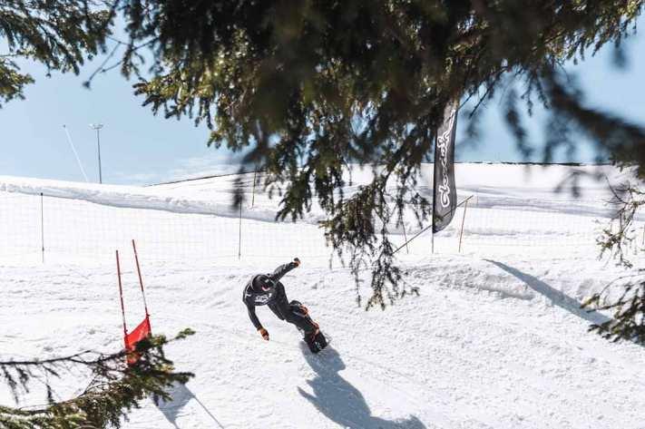 @vvchiche au @bankedslalom @superparkch 👊🏻💥📷 Hiris.ch#FRISEK #snowboarding #bankedclc #champery #lescrosets #portesdusoleil #bankedslalom