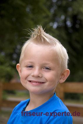 Blonder Engel Mit Iro Haarschnitt – Irokesen Haarschnitt Für Kinder