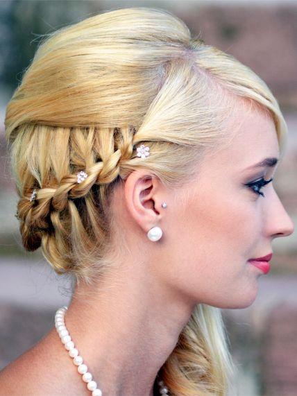 Die Rollenden Friseure  Brautfrisuren und MakeupTrends