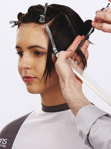 Geometrischer Haarschnitt mit Undercut  Technik  Schritt