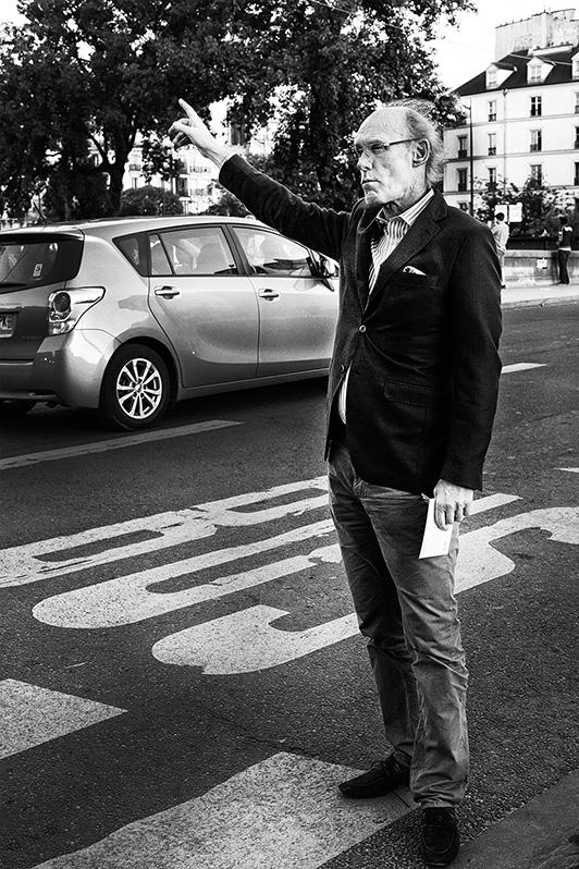 Street photographer friso kooijman fotograaf Amsterdam Nederland Netherlands zwart wit black white straatfotograaf Zaandam man people Paris Parijs old man grumpy oude chagerijnig taxi