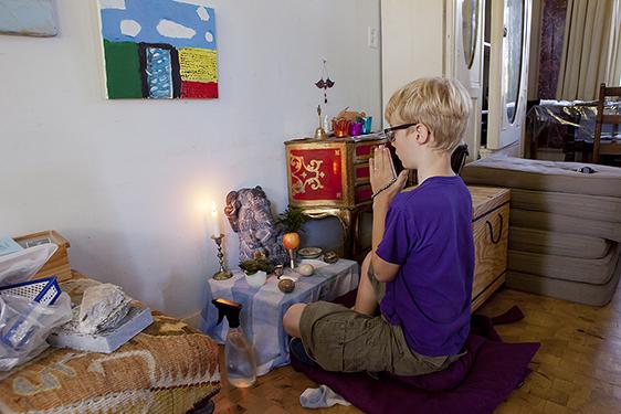 photographer amsterdam zaandam zaanstad zaanse schans documentary believing religion colour news background budha budhism boy altar home living room apple flower offering