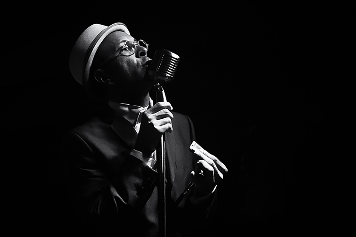photographer friso kooijman amsterdam groningen shawn amos reverend blues jazz music concert live black white vintage artist singer songwriter cover USA Los Angeles fotograaf zwart wit muziek artiest harmonica north sea jazz club northsea