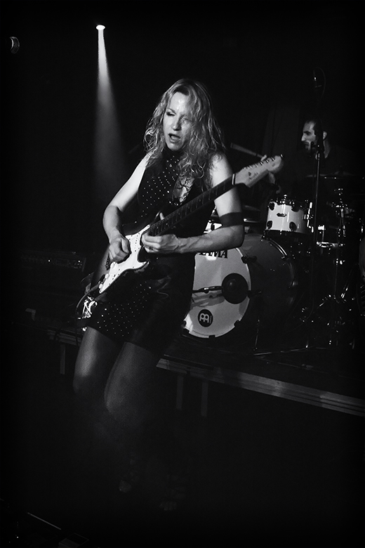 blues artist friso kooijman photographer fotograaf jazz concert netherlands zwart wit black white guitar harmonica fun ana popovic