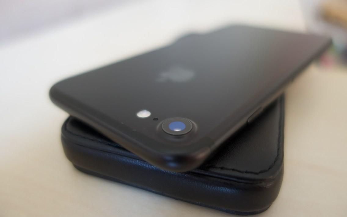 Die neue Kamera mit optischer Bildstabilisierung, eine ƒ/1.8 Blende und ein Objektiv mit sechs Elementen.