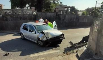 Paura a Pagnacco, perde il controllo dell'auto e si schianta sul muro: ferito