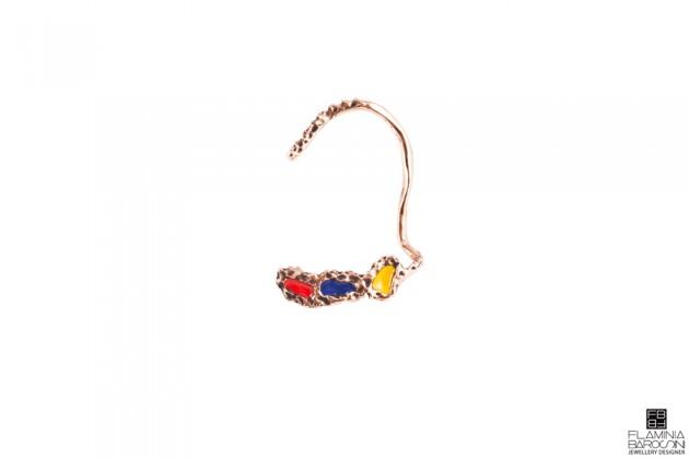 orecchino tavolozza mandevilla rosso blu e giallo