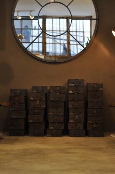 """Studio 900 Design, collezione Palation, """"Cerchio"""", specchio con cornice in ferro (courtesy Studio 900 Design)"""