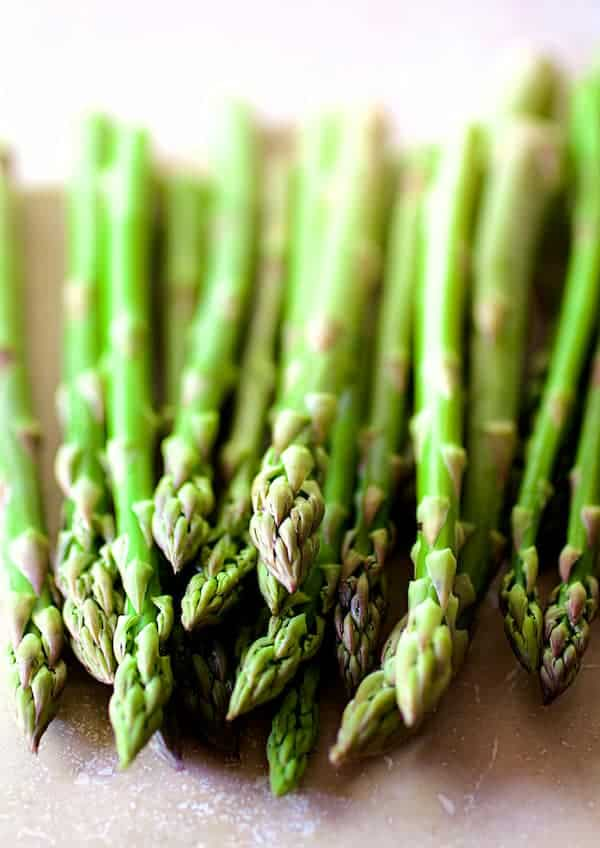 Fresh asparagus before being roasted
