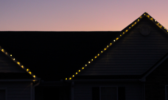 Hanging Christmas Lights the Easy Way