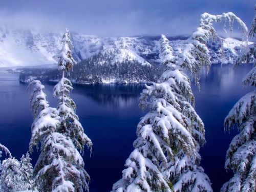 Snow fall on Crater Lake
