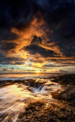 A beautiful sunset from the Hawaii coastline.