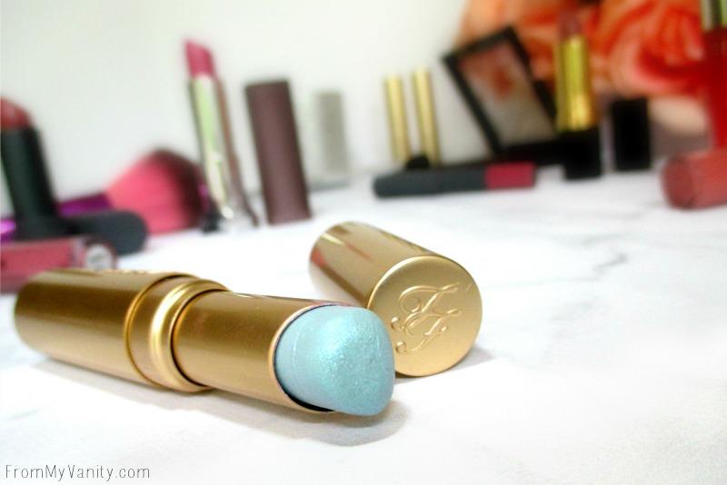 Check out that blue lipstick, so unique!