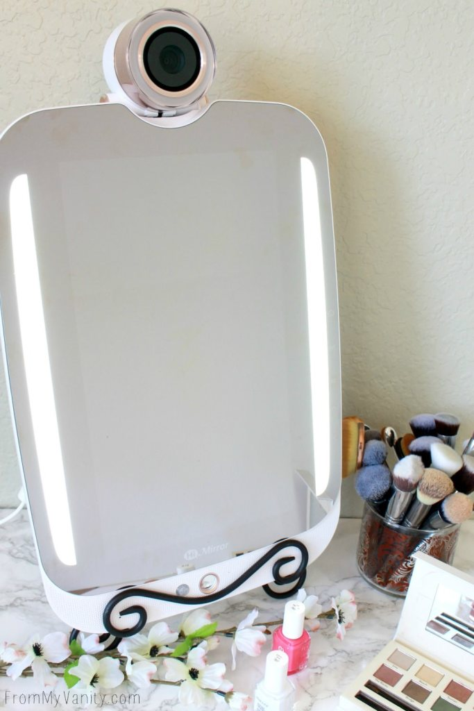 5 Reasons Why the HiMirror PLUS is the Ultimate Gift | And it gives you a large mirror!