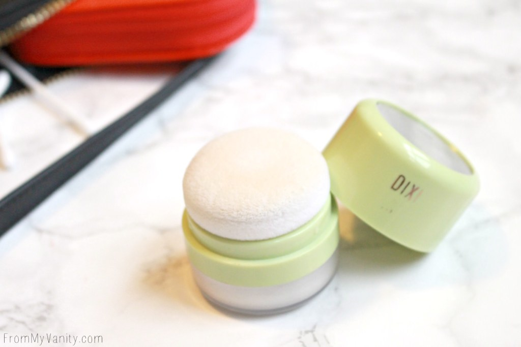 5 Purse Essentials Every (Practical) Makeup Junkie Needs | Pixi Beauty Quick Fix Powder