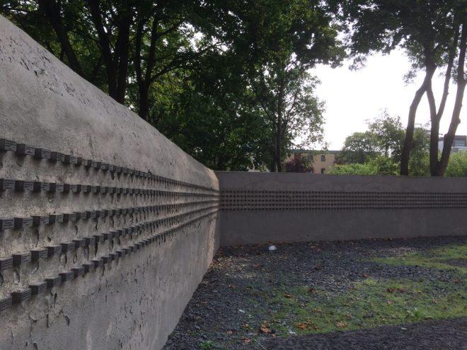 Frankfurt Jewish cemetery - memorial wall, 2017
