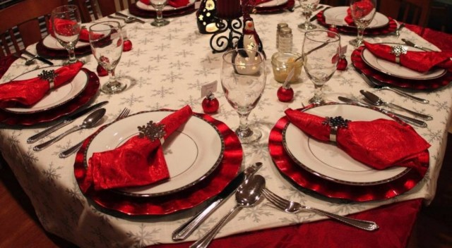 christmas-dinner-table-decorations-pictures