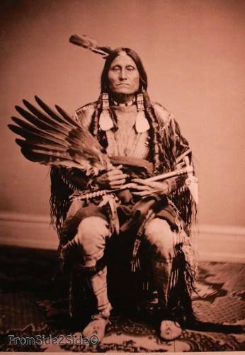photo issue de la collection du Smithonian : Flying-Pipe Yankton Dakota 1867
