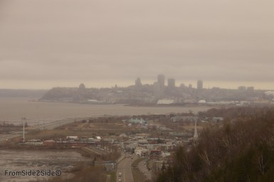 au loin la ville de Québec