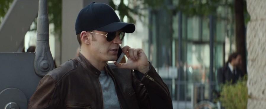 Black baseball cap Chris Evans in Captain America: Civil War (2016)