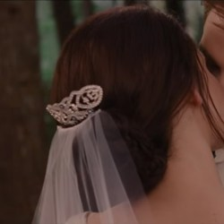 Bella's Hair Comb in The Twilight Saga: Breaking Dawn - Part 1 (2011)