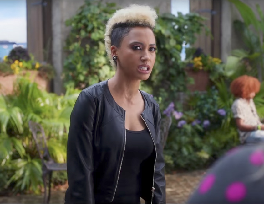 Black leather jacket Andy Allo in Pitch Perfect 3 (2017)