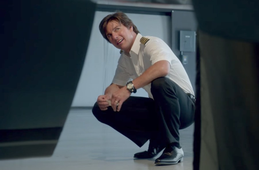 Leather cuff band watch Tom Cruise in American Made (2017)