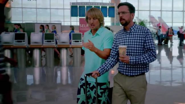 Starfish shorts Owen Wilson in Father Figures (2017)
