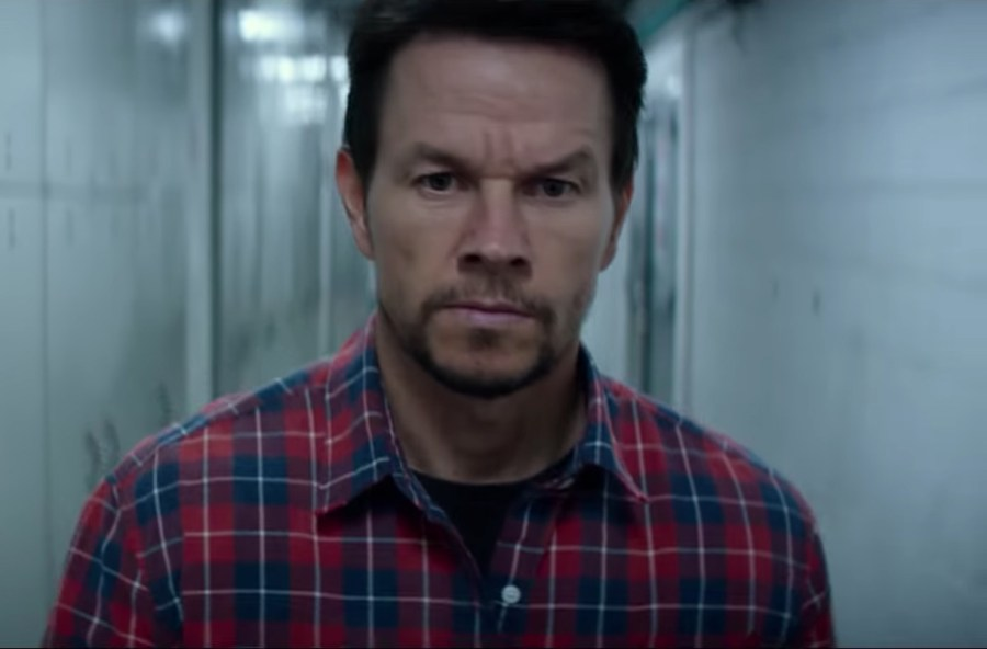 Red plaid shirt Mark Wahlberg in Mile 22 (2018)