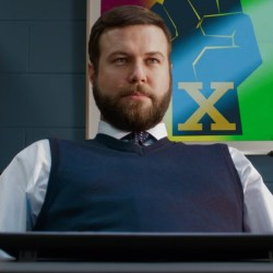 Sleeveless pullover Taran Killam in Night School (2018)