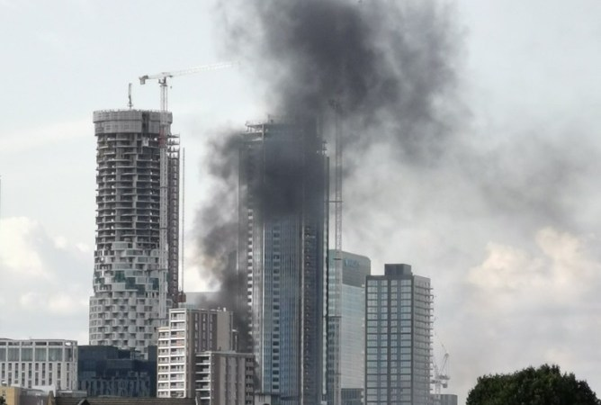 Fire breaks out near Canary Wharf