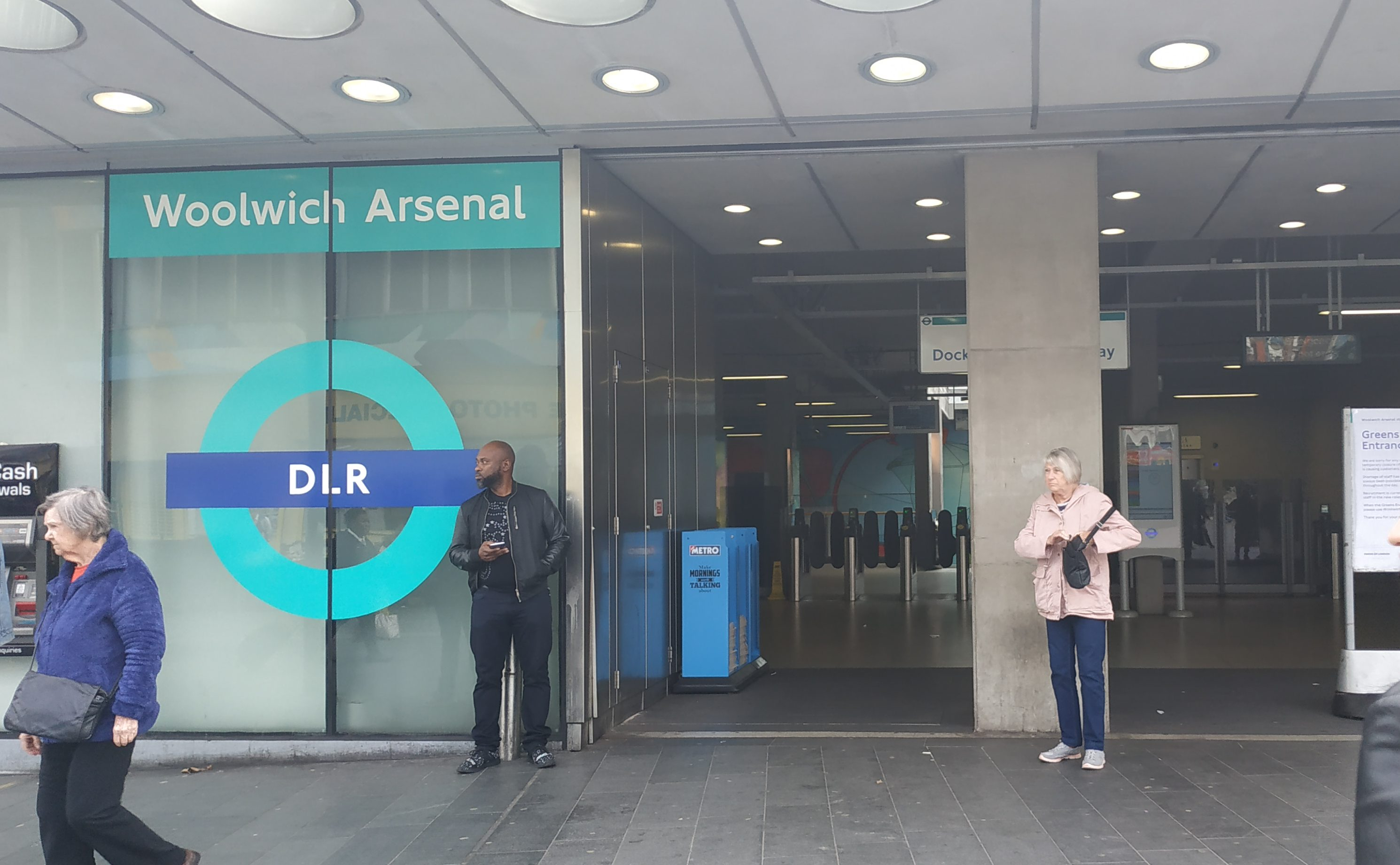 Woolwich Arsenal station evacuated as smoke appears from DLR train