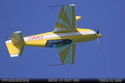 EXTRA 300 - Pesaro Air Show 2016