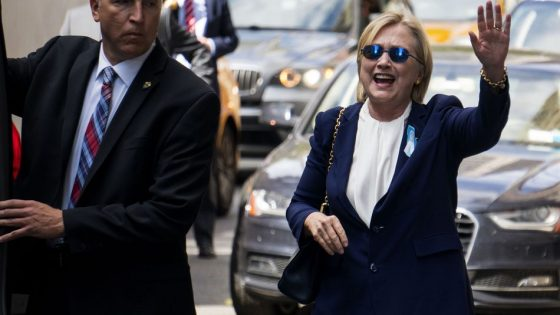 hillaryimposterwaving-equalfingerlength