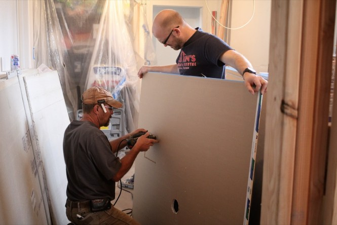 Cutting holes in drywall for fixture penetrations