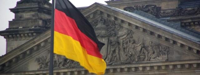 Przerażające informacje! Niemcy wyrzucają emerytów z domów i dają je imigrantom