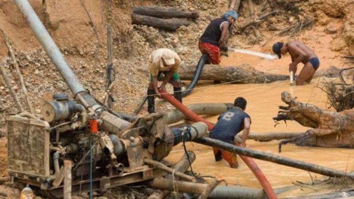 minería Amazonas aulas
