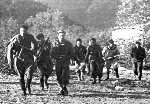 Partigiani della Gramsci in marcia.3