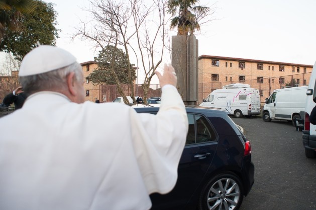 Papa-Francesco-celebra-la-messa-in-''Coena-Domini''-a-Rebibbia-01