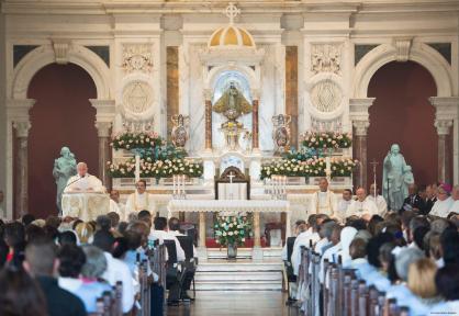 Papa-Francesco-nel-Santuario-della-Virgen-de-la-Caridad-del-Cobre-a-Santiago-02