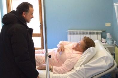 Mons-Domenico-Pompili-visita-Ospedale-Amatrice-01