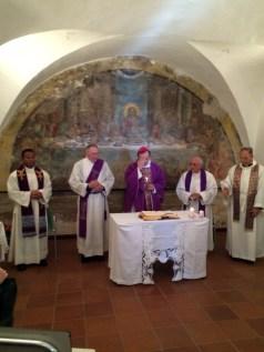 Mons-Domenico-Pompili-visita-Ospedale-Amatrice-05