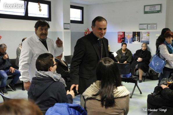 Mons-Domenico-Pompili-visita-al-De-Lellis-(22-dicembre-2012)-foto-di-Massimo-Renzi-11