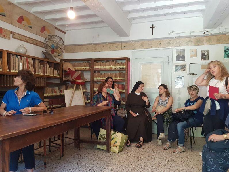 Pellegrinaggio a Barbiana Insegnanti religione e vescovo Domenico 06