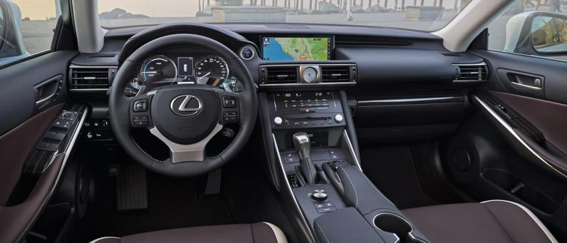 Lexus IS 300h 2017 06