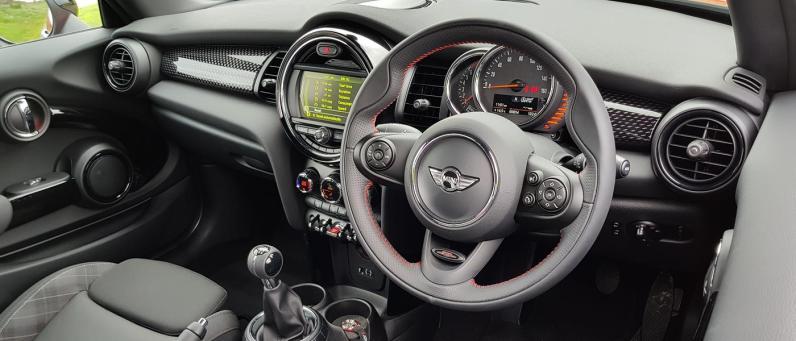 Mini Cooper S Works 210 2018 01
